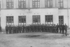 Drużyna Hufca Państwowej Szkoły Zawodowo Dokształcającej w Nisku, zdjęcie wyk. 3 maja 1929 r.