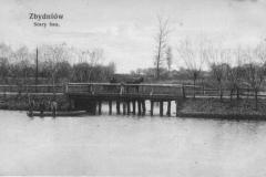 Kartka pocztowa z końca XIX wieku przedstawiająca most w Zbydniowie